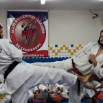 Artes marciais transformam vidas de oitenta adolescentes