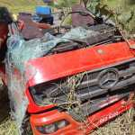 Acidente envolvendo três caminhões deixa uma vítima com lesão grave