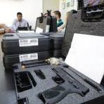 Seris oficializa entrega de 360 novas armas a policiais penais de Alagoas
