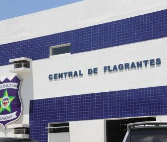 Dois acusados de quebrar janela de ônibus em Maceió são detidos