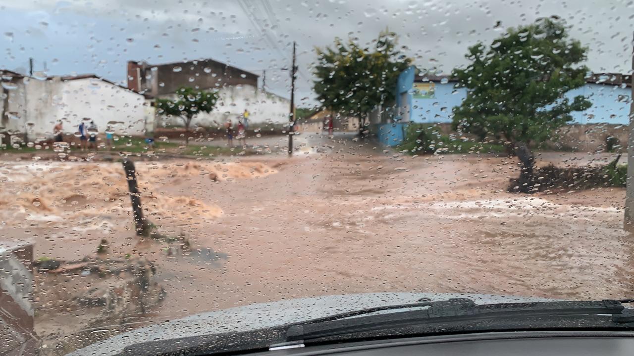 Ruas ficaram alagadas devido às fortes chuvas em Santana do Ipanema, AL - Foto: Divulgação/André Henrique