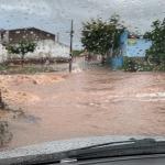Fortes chuvas deixam ruas e avenidas alagadas em Santana do Ipanema, AL