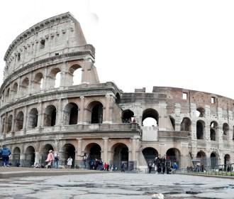 Itália põe um quarto da população em quarentena e fecha teatros, cinemas e museus