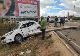 Motorista fica ferido após perder controle de veículo e bater em poste, em Arapiraca