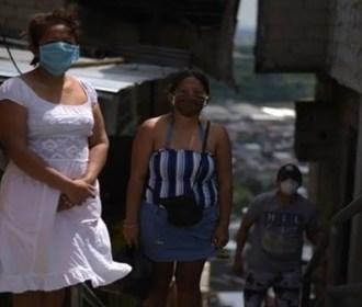 Coronavírus no Equador: 'Embalamos os corpos de minha irmã e do meu cunhado em sacos plásticos'