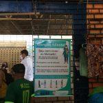 Mercados e feiras livres recebem cartazes com orientações sobre covid-19