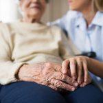 Doença de Alzheimer: estudo aponta desafios dos sistemas de saúde para avaliar, diagnosticar e tratar pacientes