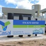 Casal trabalha em conserto de adutora para restabelecer abastecimento de Delmiro Gouveia