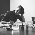 Quadrinista Lino Arruda publica vídeos, faz live, lança site e realiza sorteios no Instagram mostrando processo de produção de Monstrans