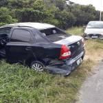 Carro capota após colidir com mureta na AL 101 Sul, em Marechal Deodoro