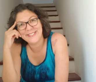 Cantora Rosselliny lança seu 1º álbum autoral: Folha Seca
