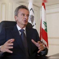 Firma offshore vinculada al gobernador del banco central del Líbano vendió acciones a banco que regula