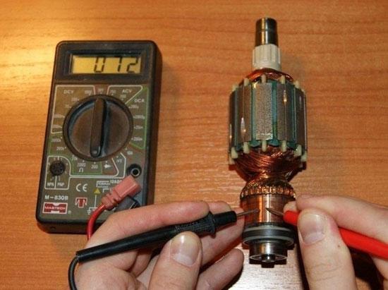 Überprüfung verschiedener Arten von Elektromotoren mit einem Multimeter