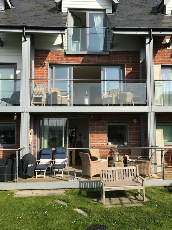 Water S Edge A House That Sleeps 6 Guests In 3 Bedrooms Whippingham
