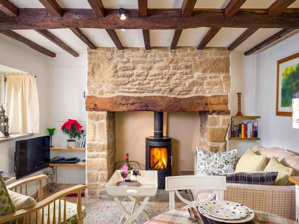 Rose End Cottage is a cosy Cotswold cottage located on a