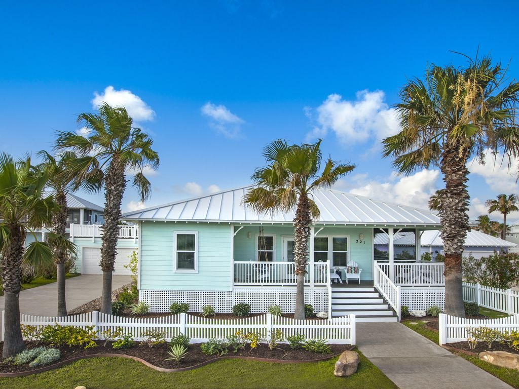 Cozy OneStory Beach Cottage WWrap Around PorchShort Walk To The Beach Port AransasTexas
