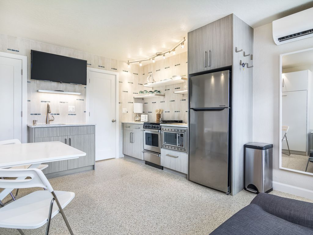 Beautiful Modern Apartment with AMAZING Beach Access  Winslow Reserve