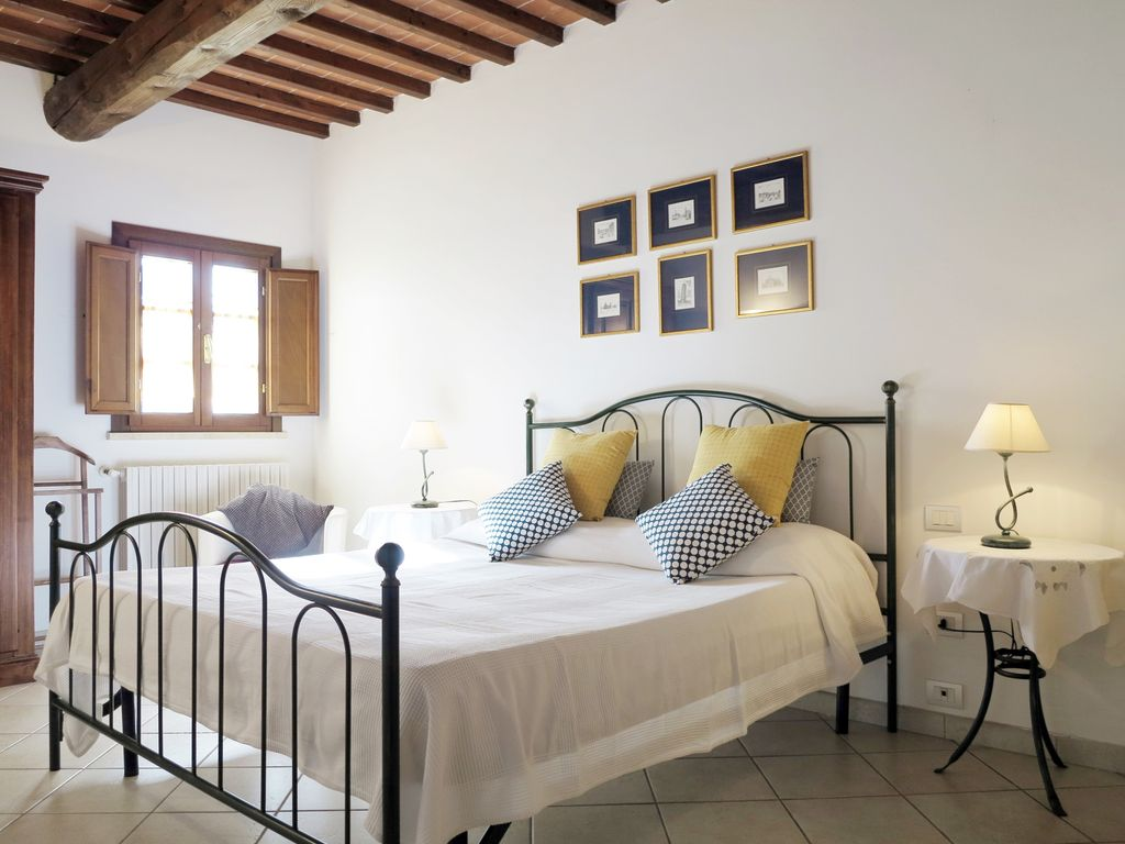 Tuscany villa and apartments with garden, B...