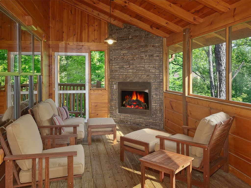 4 Bedroom Cabin with Screened in Porch and Outdoor Fireplace  Gatlinburg