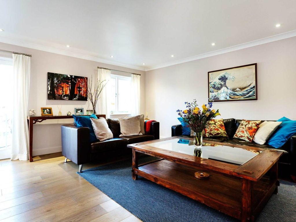 Tasteful 2 Bed Mews Home Just Moments From Tower Bridge Veeve London Borough Of Tower Hamlets