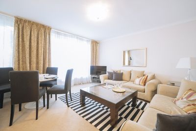 Beautiful Belgravia Luxury Two Bedroom Apartment Victoria