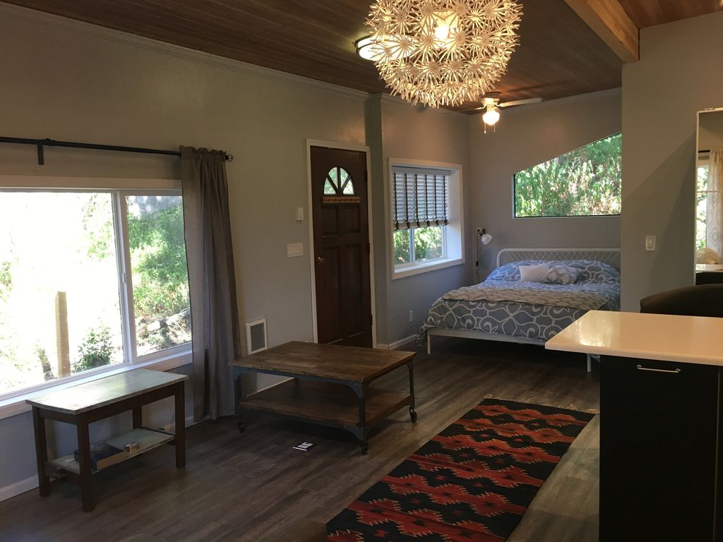 Country Feel Close To Downtown And U Of O VRBO