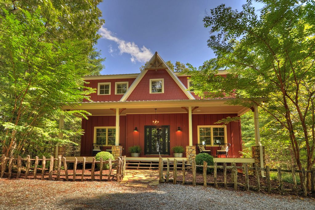 JUST LISTED Blue Ridge Luxury Farmhouse wMountain Views