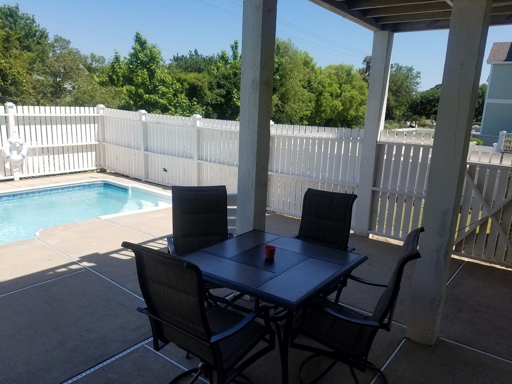 Chairs For Pool Elevator Pool Hot Tub Free Trolley To Beach Sets Up Chairs For You Resort Currituck Club