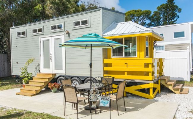 Yellow Lifeguard Stand Tiny House With Free Wifi Sarasota