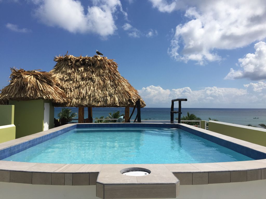 Perfect Location with Roof top Pool **Book Today** - San Pedro