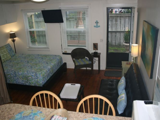 Efficiency Apartment In The Heart Of Wrightsville Beach