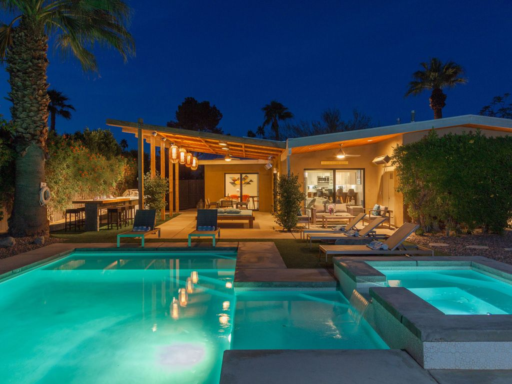 Atomic Ranch Heaven 3 BR 25 BA House in Palm Springs