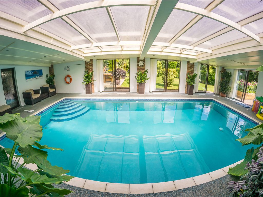 Heated Indoor Pool & Hot Tub, Countryside Holiday Cottage