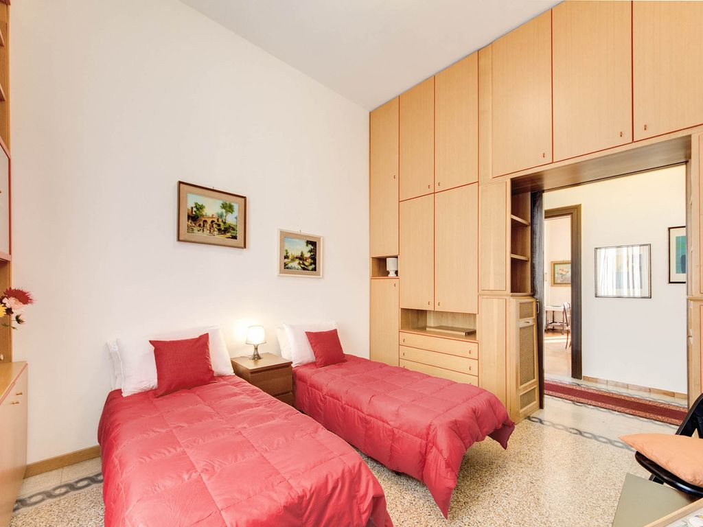 Lovely Three Bedroom Near The Colosseum !, Mica