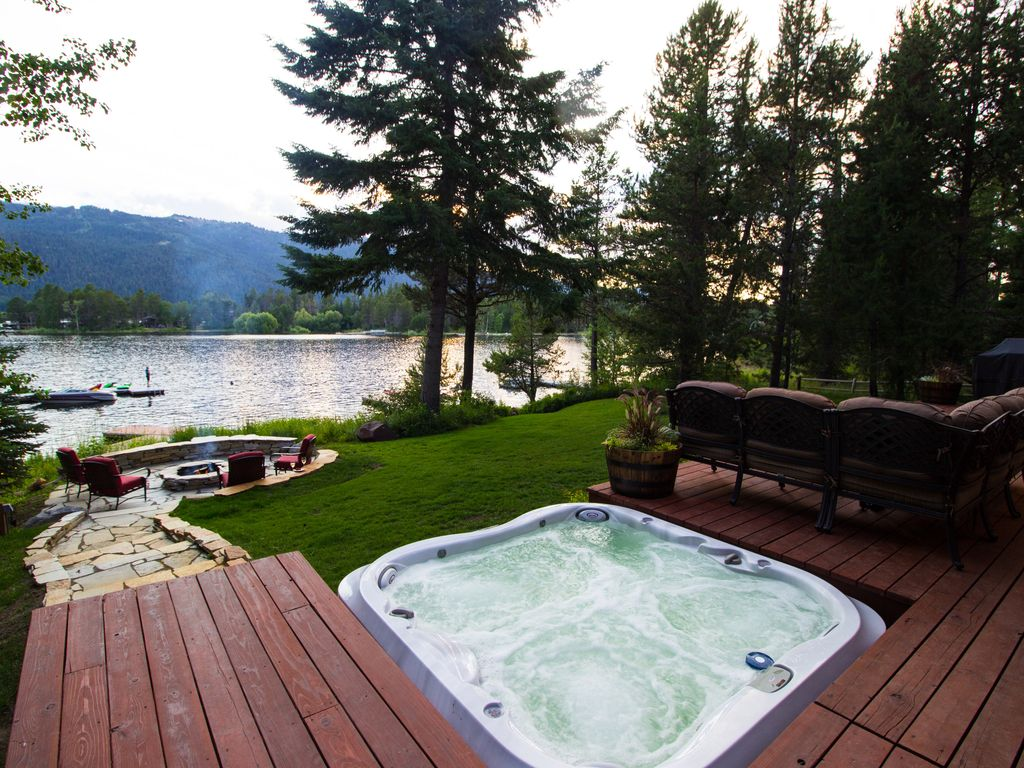 Lake house Private Dock Fireplace Hottub Firepit