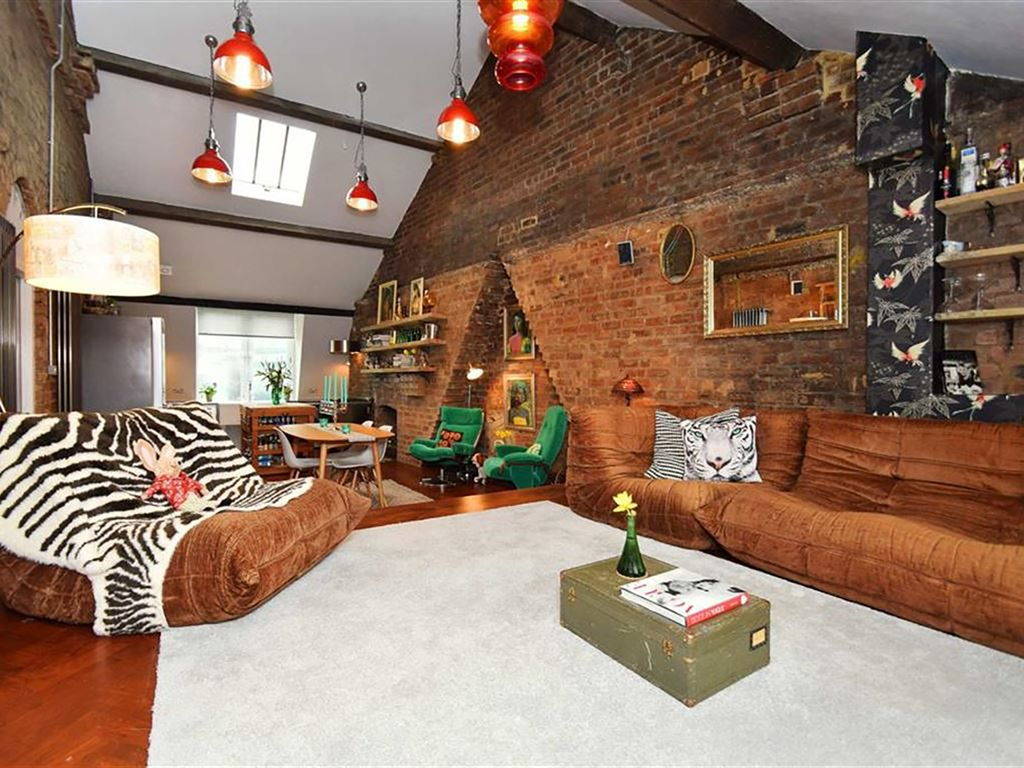 new york loft style living room orange accessories 10 newcastle s penthouse homeaway