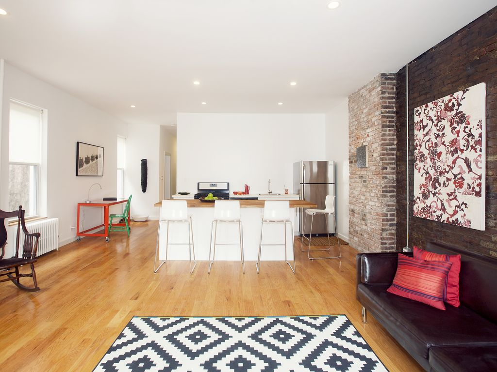 Airy And Spacious Modern Loft With A Second Floor ...