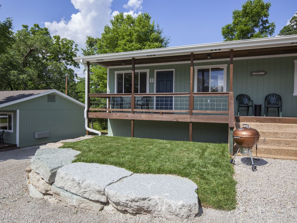 Driftwater Resort Cabin 9 on Lake Taneycomo Branson