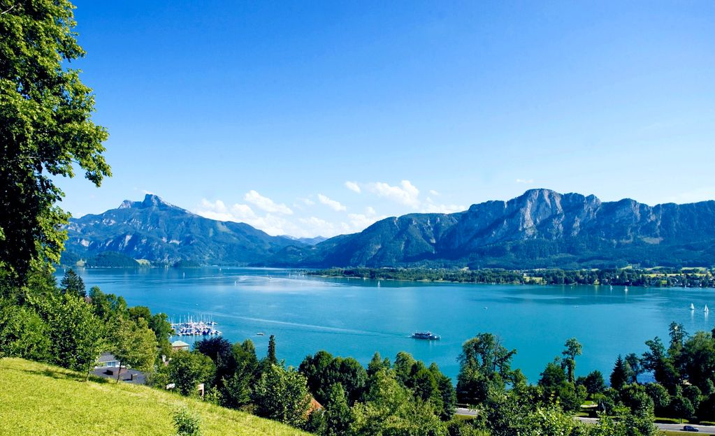 Live like a king  maisonette apartment in a castle hotel  Mondsee