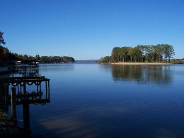 Charming Waterfront Property on Beautiful Weiss Lake  Centre