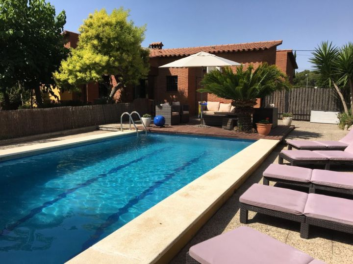 4 bed villa with own pool & garden. sea views, peaceful, near beaches. -  canyelles