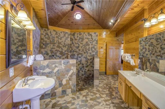 Primping is a pleasure - The bathrooms are outfitted to the same high standard as the rest of Grand Mountain Splash.