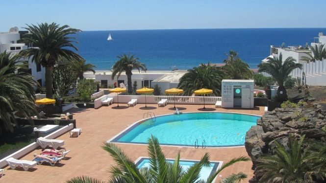 2 Bedroom Homely Apartment With Wonderful Sea Views From The Living Room Wi Fi Tías