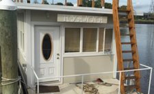 Houseboat Hyanna Floating Tiny House Downtown