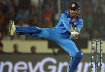 MS Dhoni Funny Keeping