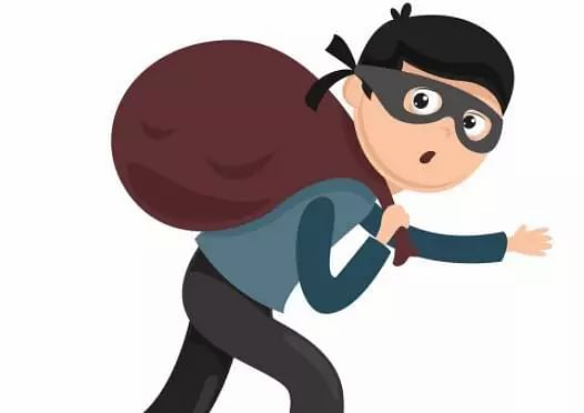 Chandigarh News Mobile Phones Theft: 8 mobile phones stolen from two activas parked near Chandigarh Club, Sector 1.
