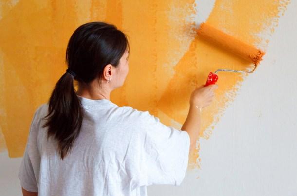 окраска стен акриловой краской валиком