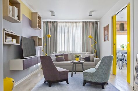Дизайн гостиной в серых тонах, с инъекцией желтого