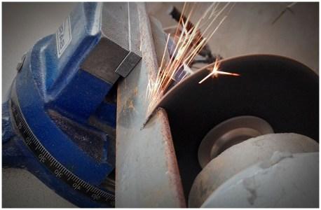 Изготовления кронштейнов под тумбу - распил полос металла