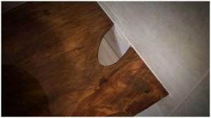 Тумба вплотную к стене - в стыках герметиком